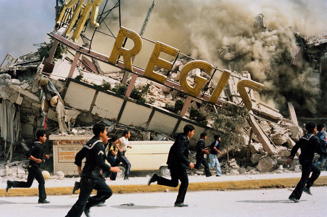 September 1985, Mexico City, Mexico --- A building collapses after the earthquake. --- Image by © Sergio Dorantes/Sygma/Corbis
